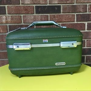 Vintage Amercan Tourister Carry On  Makeup Case.